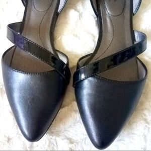 Life Stride Black pointed toe flats